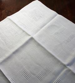 Linen Table Cloth 100 X 100 cm**