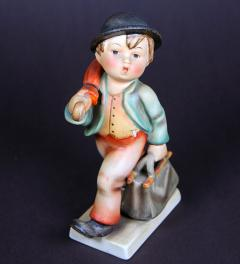 Hummel figure walking boy**