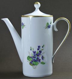 Old pot with violets**