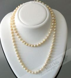 Dark gray fresh water cultivated pearls**