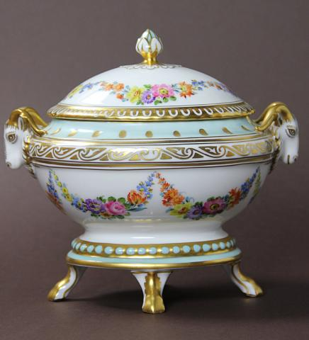 Hutschenreuther/ Antique porcelain box ** **