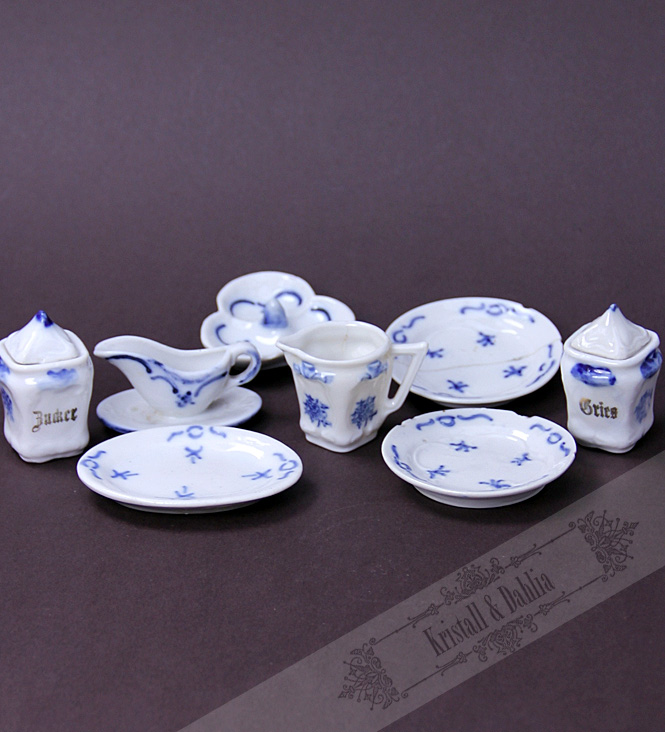 Antique dishes for Puppets***
